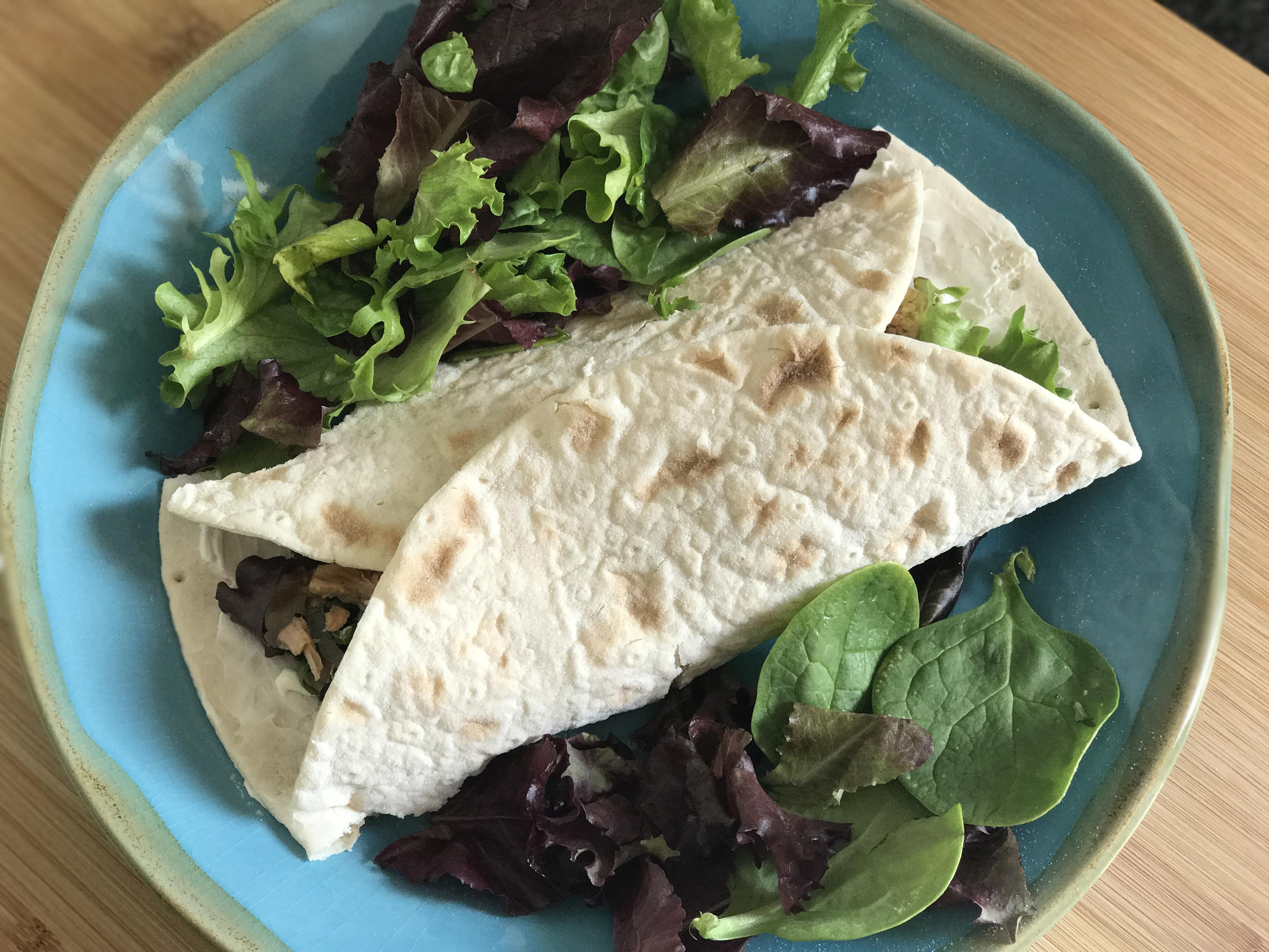 wrap sin gluten de atún y alcaparras